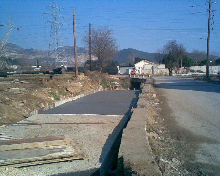 Διευθέτηση Δυτικού χειμάρρου Περιγιαλίου και ύδρευση  αποχέτευση οδού Αγίου Τρύφωνος