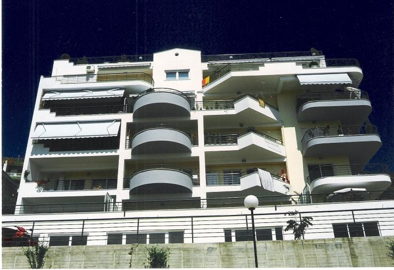 Οικοδομή στην Οδό Αμισσού, Καβάλα